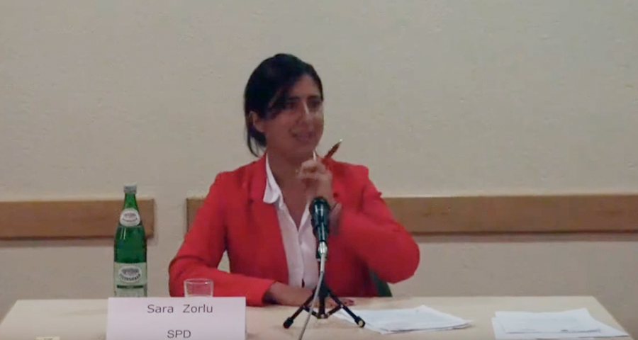 Sara Zorlu spricht bei der Seniorenvertretung